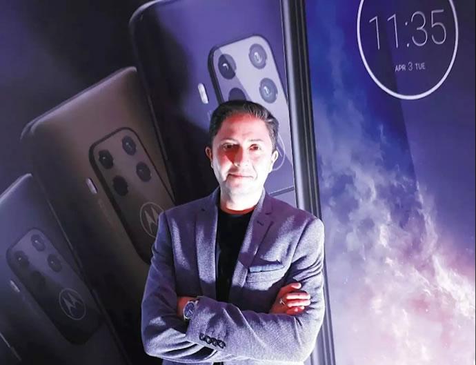 اخبار و خواندنی های موبایل   مصاحبه با روبن کاستانو، معاونت بخش طراحی موبایل در شرکت موتورولا   mobile.ir