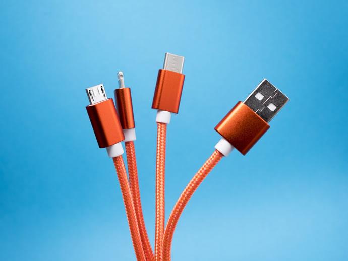 اقتراح المفوضية الأوروبية بجعل منفذ USB‑C إلزاميًا وإزالة الشاحن من الأجهزة الذكية, الملك التقني